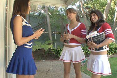 Lésbico con tres atractivas universitarias